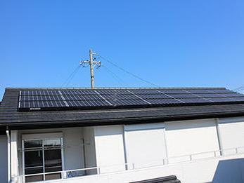 屋根工事と太陽光発電設置も行っている地元の屋根屋さんを探していたのでありがたかったです。