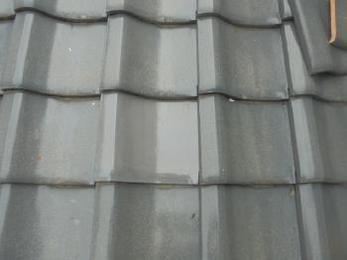 割れてしまった瓦を新品の瓦に交換し、雨漏りの心配も無くなり安心できます!