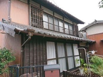 傷んでいた屋根も補修をし、雨樋も新品となりお家の雰囲気も良くなりました!