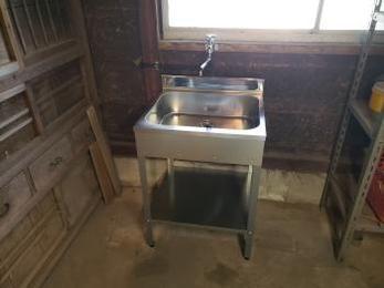作業場に流し台が設置されて作業効率が良くなりました!